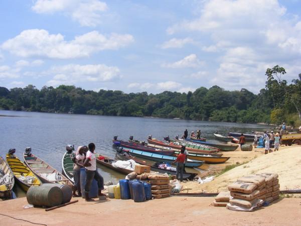 Isadou Suriname 001 bootjes
