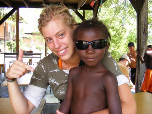 Isadou Suriname 051 lokaal meisje