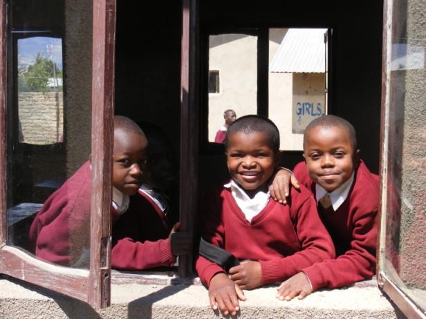 Schoolkinderen in Mbeya Tanzania 002