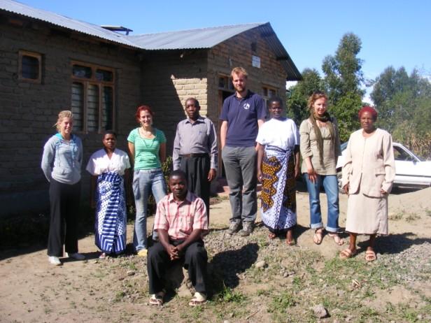 met de mensen van de stichting in Mbeya, Tanzania