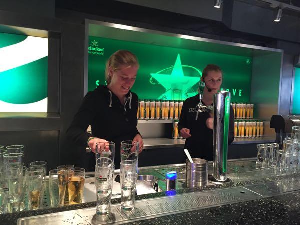 Heineken experience Zelf biertjes tappen 082