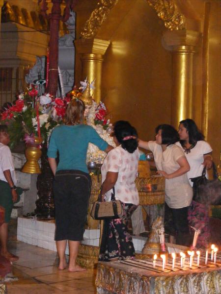 Shwedagon Pagode in Myanmar_017