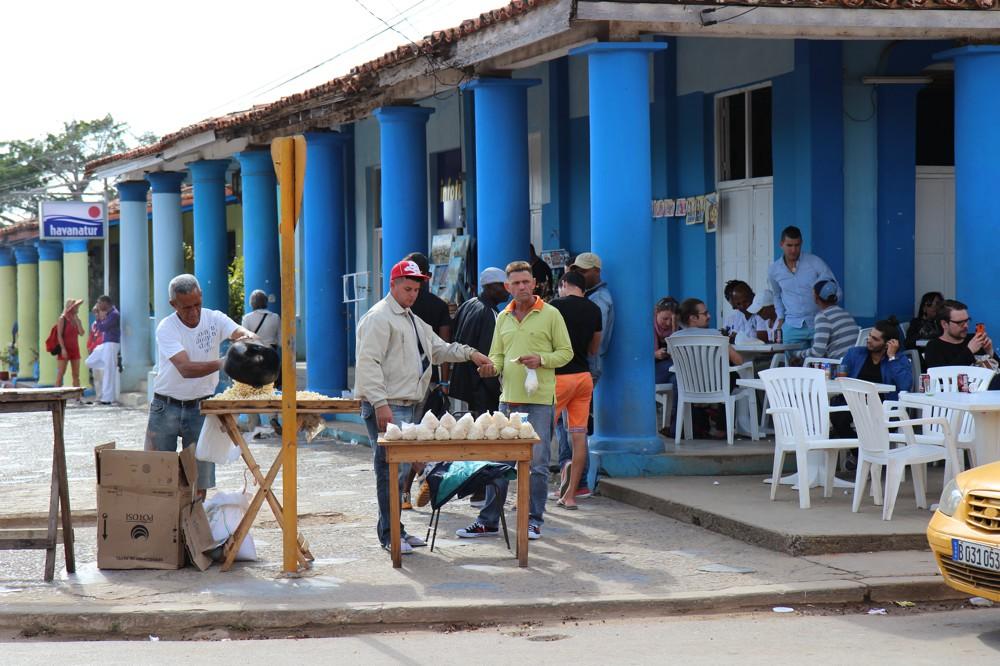 straatverkopers in Viñales