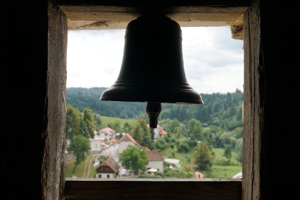 Bel in Predjama kasteel Slovenie