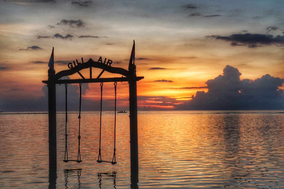 Zonsondergang schommels Gili Air