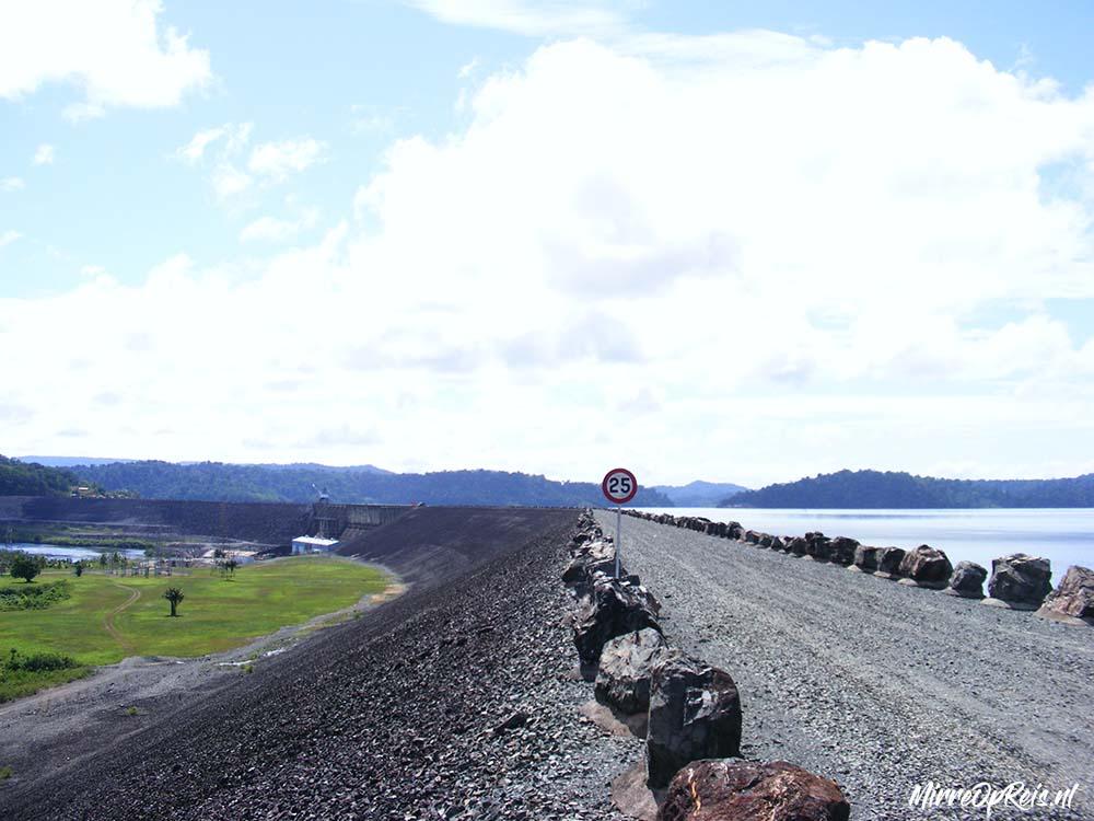 Suriname 300 Brownsberg stuwdam weg