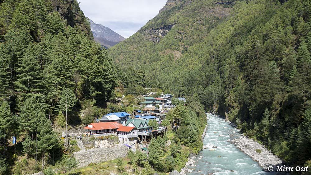 Nepal-215-Lunchplek-bij-rivier