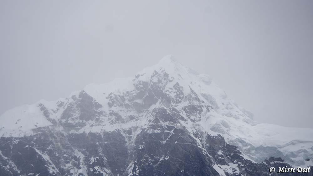 Uitzicht vanaf Hotel Everest View op de bergen.