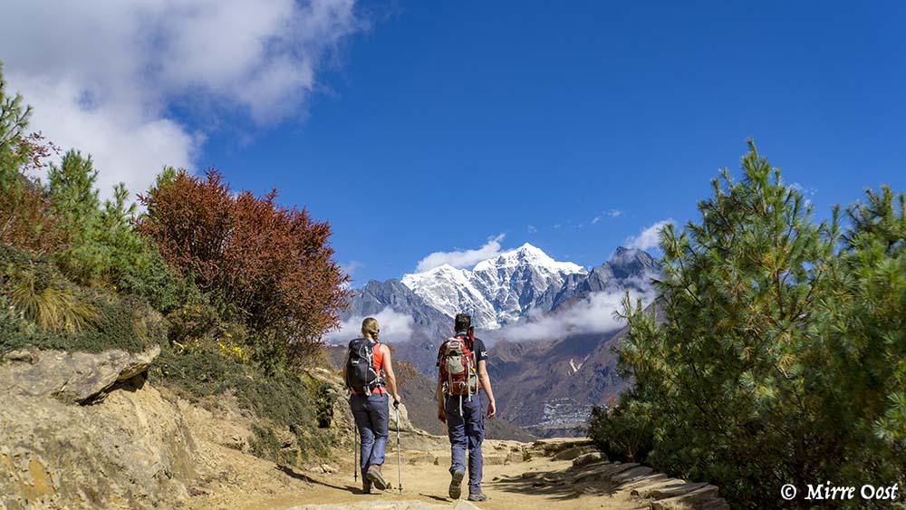 Nepal-350-MenS-lopen-naar-Everest