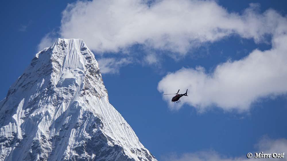 Nepal-366-helikopter-CU-bij-Ama-Dablam